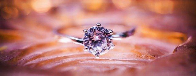 庶民でもたまに奮発してダイヤモンドも買おうと思う時はある